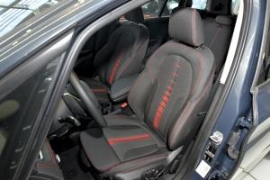 进口宝马2系多功能旅行车 驾驶员座椅