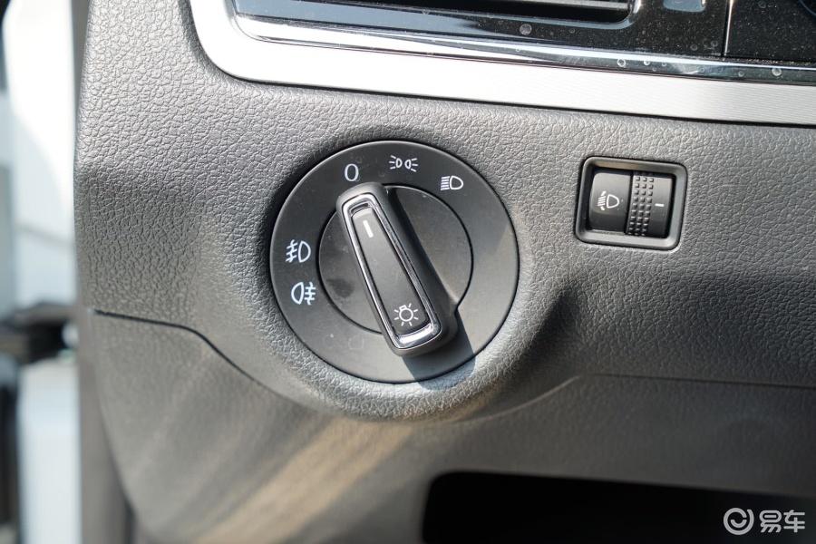 【新宝来2015款质惠版 1.6l 手动舒适型大灯开关汽车