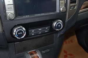 进口三菱帕杰罗 中控台空调控制键