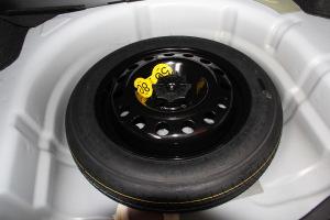 荣威360备胎图片