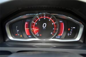 沃尔沃V60 Cross Country仪表盘背光显示图片