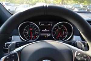 奔驰GLE级AMG仪表盘背光显示图片