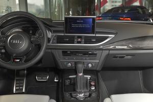 奥迪S7中控台正面图片