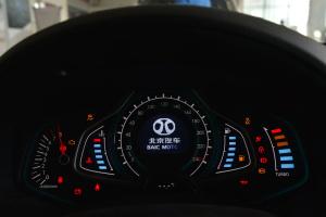 绅宝D60 仪表盘背光显示