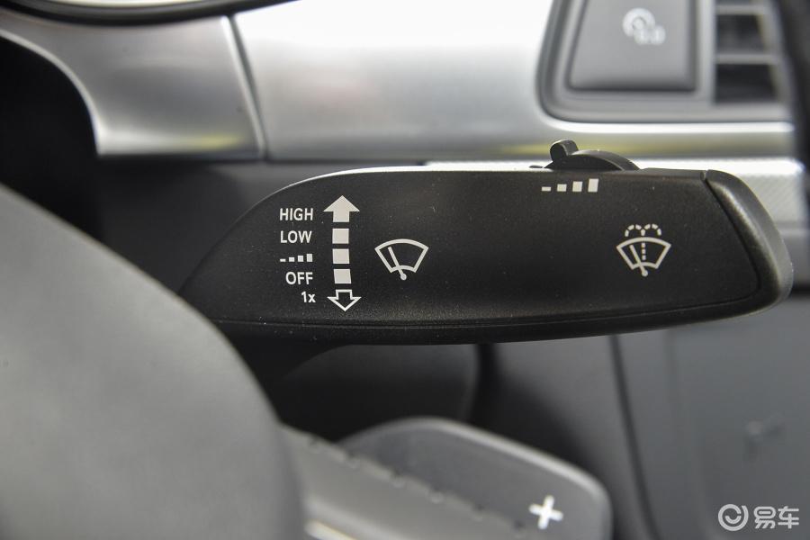 【奥迪a6l2016款tfsi 技术型雨刷器开关汽车图片