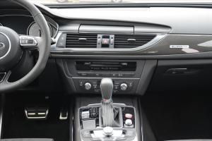 奥迪S6中控台整体图片