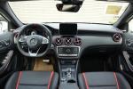 奔驰A级AMG完整内饰(中间位置)图片