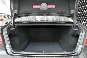 进口宝马7系             行李箱空间