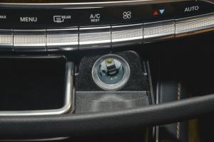迈巴赫S级中控台空调控制键