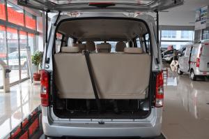 一汽V75 行李箱空间