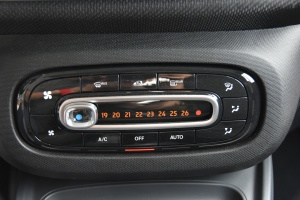 smart fortwo 中控台空调控制键