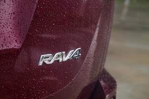 一汽丰田RAV4荣放           尾标