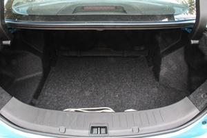 比亚迪秦EV300 行李箱空间