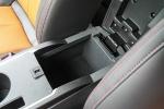 秦EV300               前排中央扶手箱空间