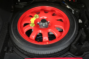 捷豹XFL                备胎