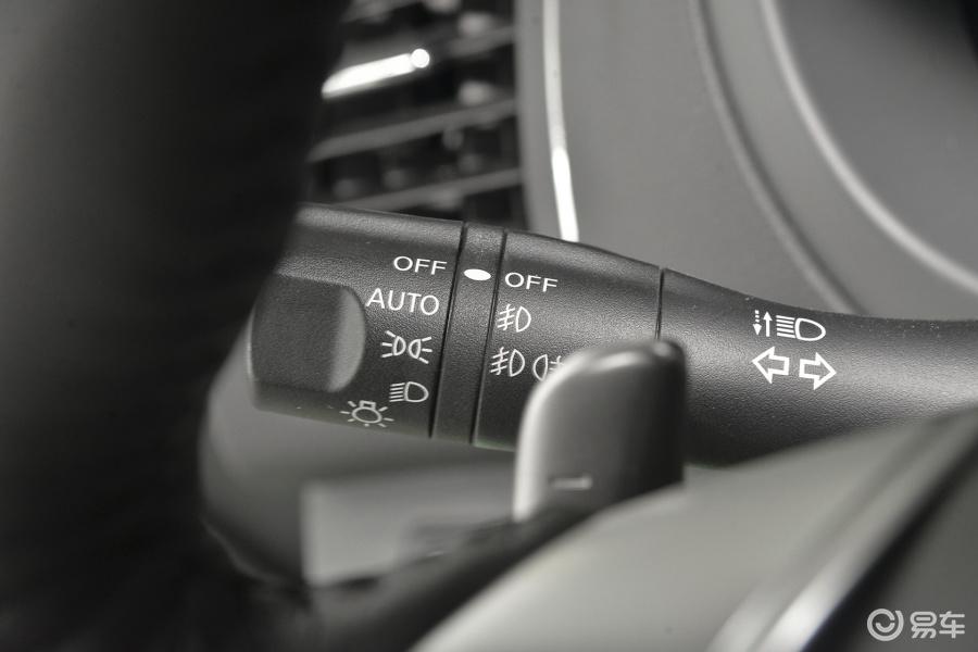 【新天籁2016款2.5XL Upper NAVI-Tech 智尊版大灯远近光调节柄汽车图片