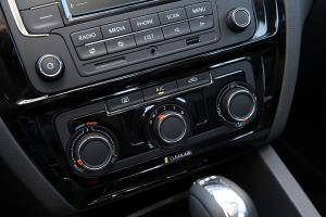 速腾中控台空调控制键