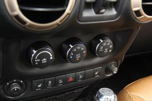 牧马人中控台空调控制键
