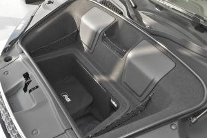 奥迪R8行李箱空间图片