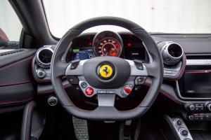 法拉利GTC4Lusso方向盘图片