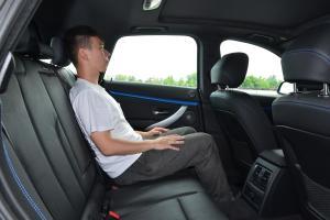 宝马3系GT后排空间体验图片