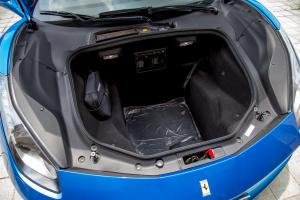 法拉利488后排头部空间体验图片