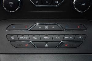锐界中控台空调控制键