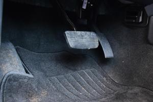 纳瓦拉2017款 2.5L 自动 四驱 豪华版 外观琥珀金 内饰深色