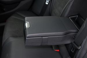 C级2017款 C 200 运动版 外观月光石灰 内饰黑色
