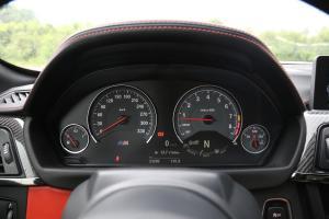 宝马M4仪表盘图片