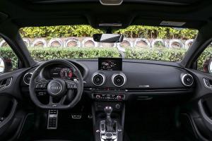 奥迪RS 3内饰全景正拍图片