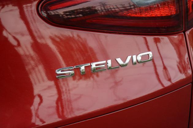 在动力方面,全新SUV将采用混动系统,但其并非为了环保和省油考虑――新车将搭载2.0T发动机和48V轻混设备组成的动力系统(匹配电子涡轮),综合最大功率将突破294kW。目前关于新车的消息较少,易车网也将持续关注并第一时间为您带来后续报道。