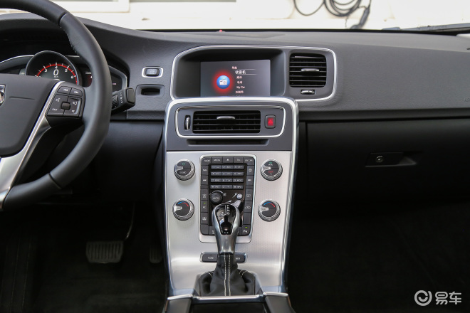 沃尔沃S60 插电混动沃尔沃S60 插电混动中控台整体