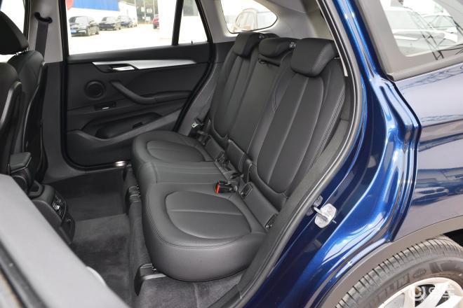 宝马X1X1后排座椅