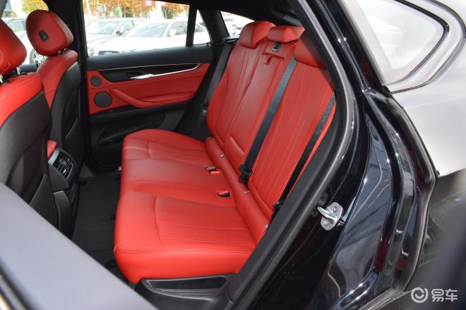 宝马X6X6后排座椅