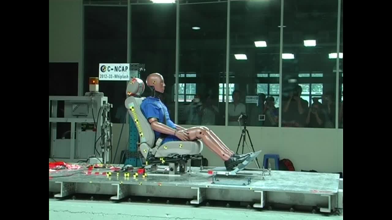 思铭C-NCAP安全测试 座椅鞭打碰撞