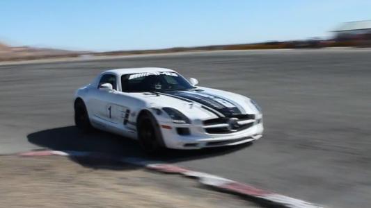 驰骋极限弯道!欣赏奔驰SLS完美性能