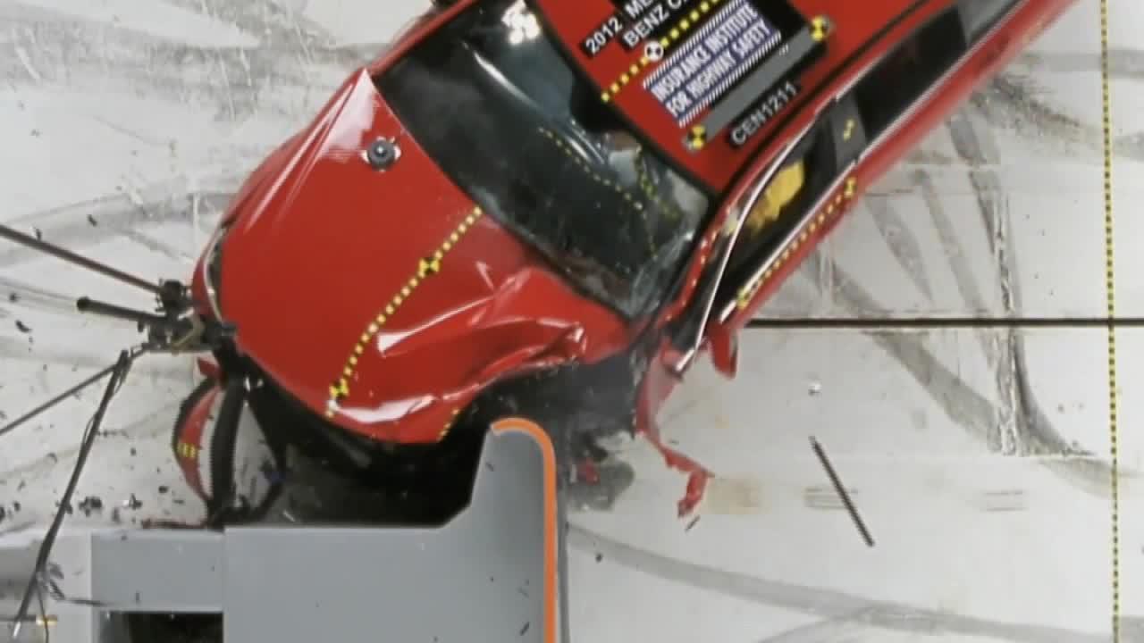 2012款奔驰C级IIHS 25%正面重叠碰撞
