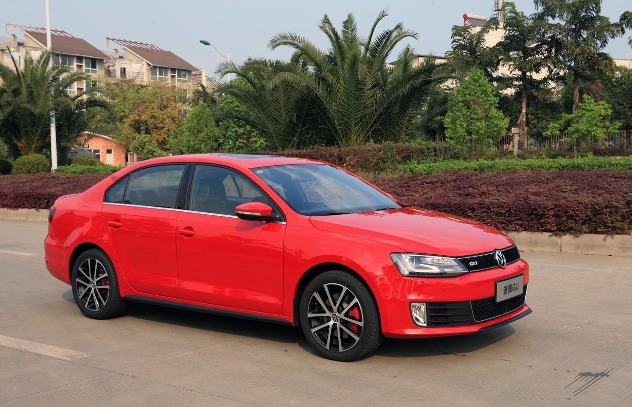 大众速腾2011款1.4t_一汽大众速腾1,4T红色价格-1.5款速腾1.4t车门下面那个红色1灯会亮么