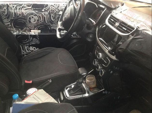 中华V3低配版内饰谍照(图片来源:网易汽车)-中华小型SUV低配版高清图片