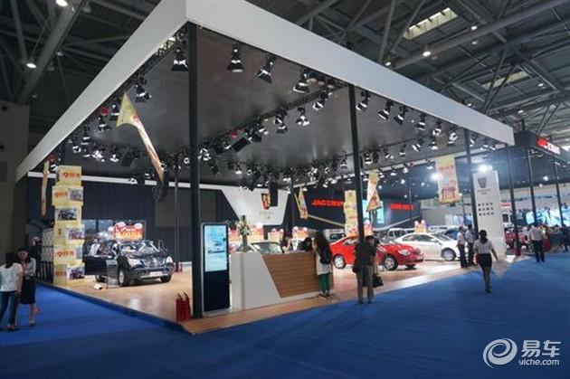 上汽荣威携全系车型亮相2015重庆国际车展