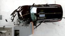 2016款宝马X1 美国IIHS正面25%碰撞测试