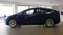 特斯拉Model X纯电动SUV 科技感十足