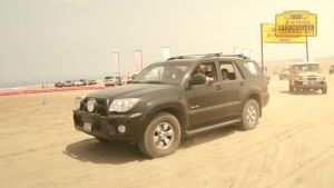 丰田越野车穿越沙漠