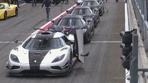 5辆科尼赛克跑车赛道竞速