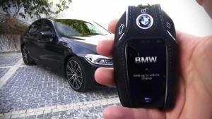 新款BMW 5系遥控停车演示