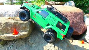 切诺基遥控车岩石暴力攀爬