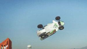 风火轮特技 空中转体360度成功着陆