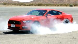 福特Mustang GT 原地烧胎浓烟四起