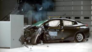 2016款丰田普锐斯 IIHS正面25%碰撞测试